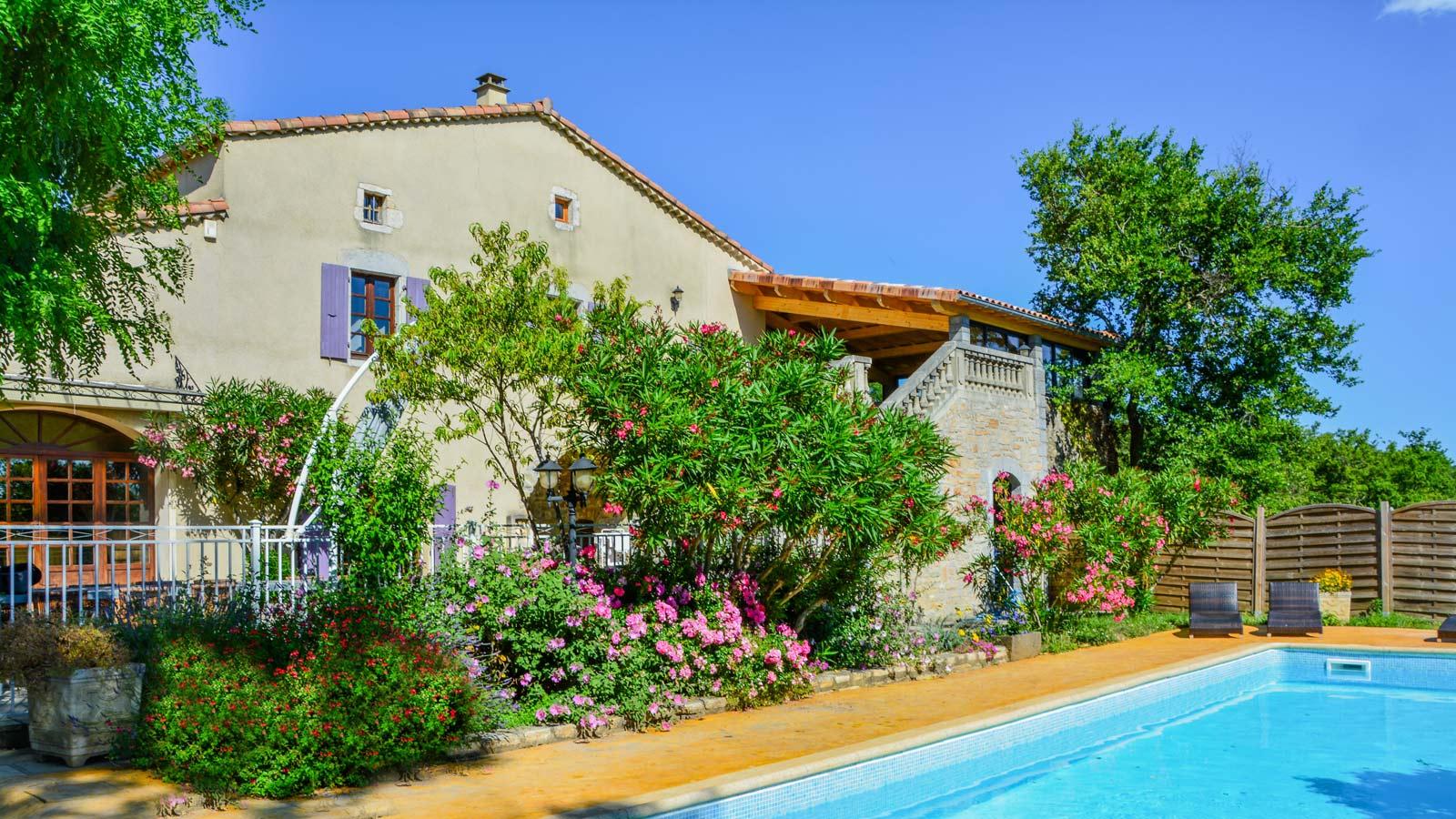 Gîte avec piscine en location Ardèche